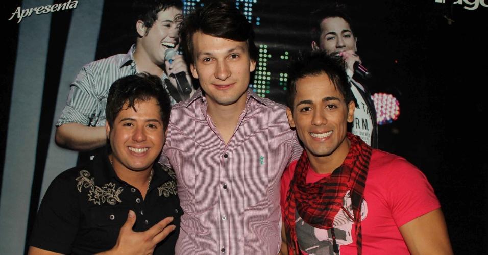Jonas Rossi com a dupla sertaneja Hugo e Tiago, em show que aconteceu na casa noturna Café de La Musique, em São Paulo (25/10/12)