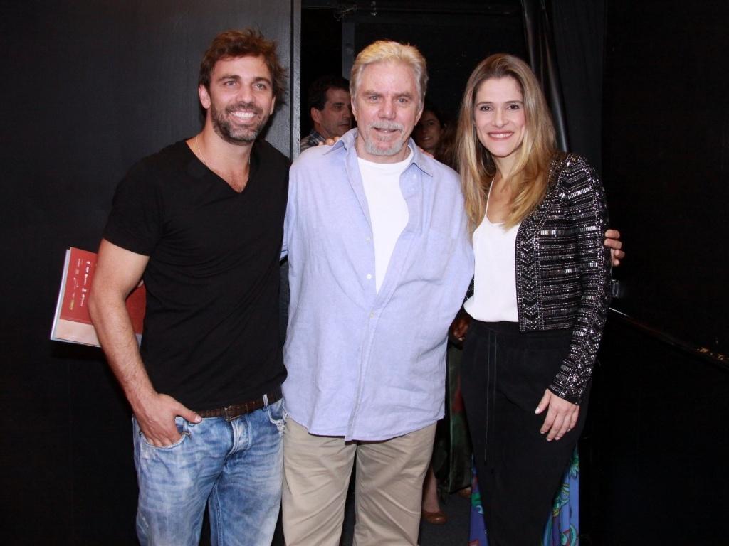 Marcelo Faria, Reginaldo Faria e Ingrid Guimarães na estreia para convidados da peça