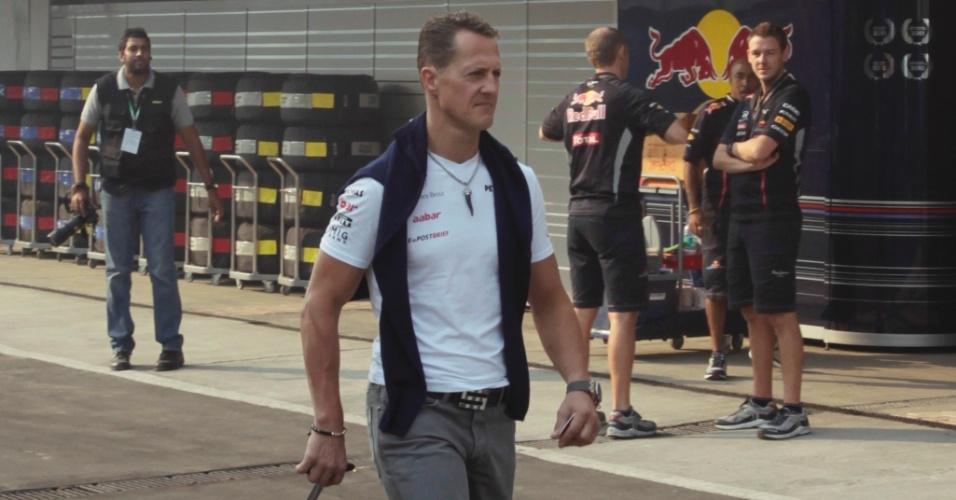 Michael Schumacher chega ao Circuito Internacional de Buddh para o primeiro treino livre na Índia