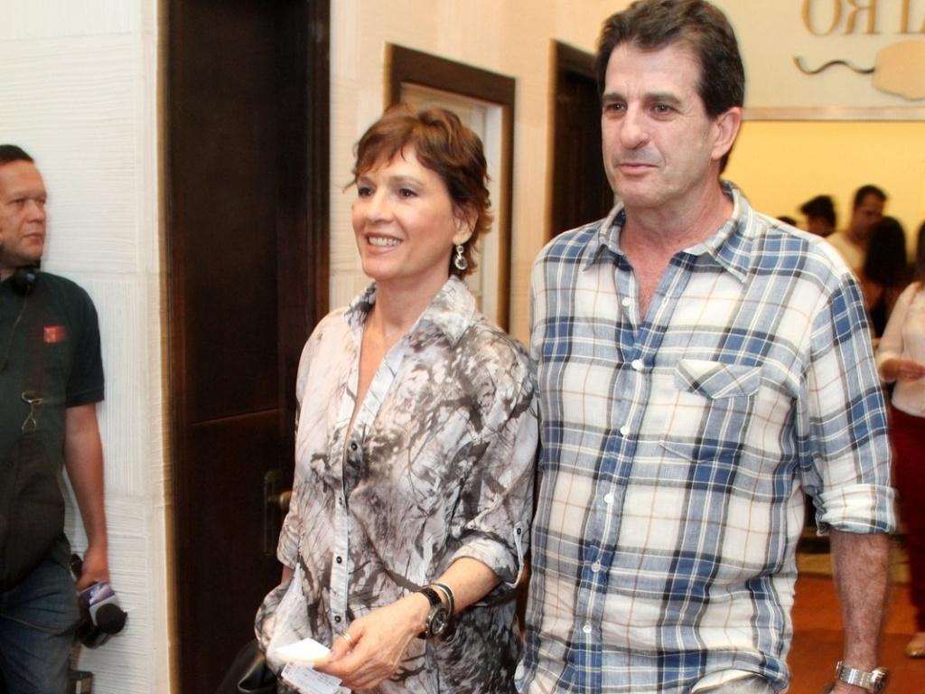 Natália do Valle vai à estreia para convidados da peça