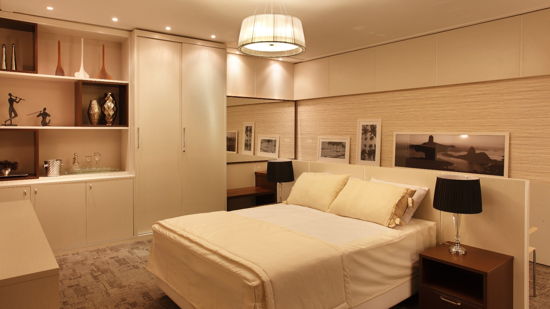 Quarto Standard Hotelaria criado por Bianca Pesce. A mostra Morar Mais por Menos RJ segue at dia 4 de novembro de 2012, na Av. Epitcio Pessoa, 4.866, Rio de Janeiro