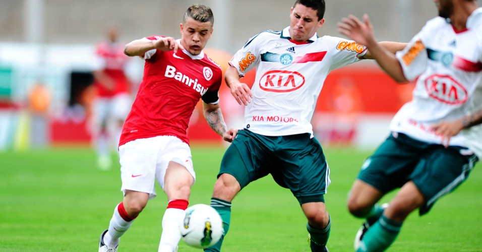 Meia D'Alessandro do Inter na partida contra o Palmeiras no estádio Beira-Rio (27/10/2012)