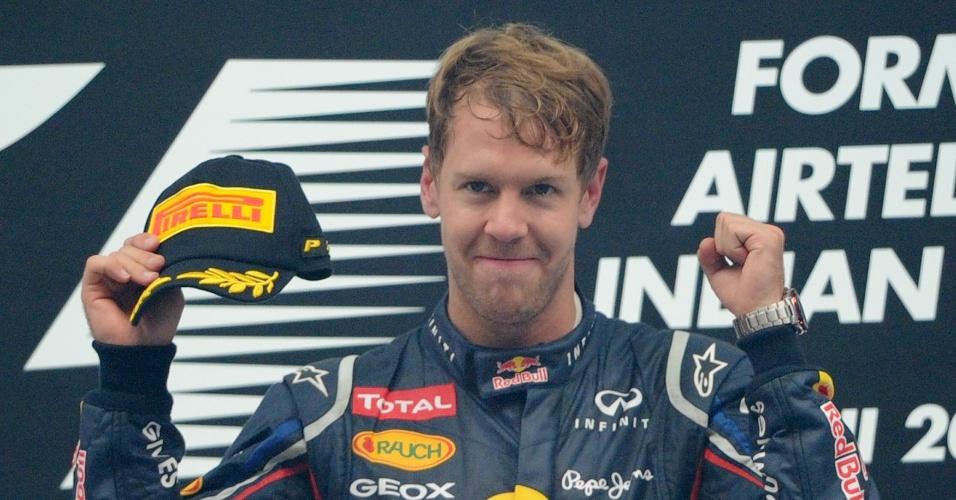 Sebastian Vettel comemora a vitória no GP da Índia; foi a quarta seguida do alemão, líder da Fórmula 1 na temporada