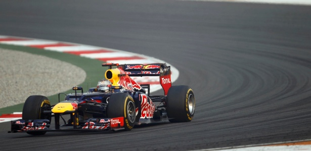 Sebastian Vettel conduz sua Red Bull no GP da ndia; alemo venceu a 4 consecutiva