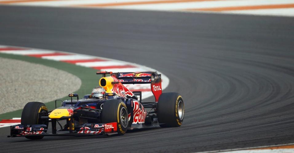 Sebastian Vettel conduz sua Red Bull no GP da Índia