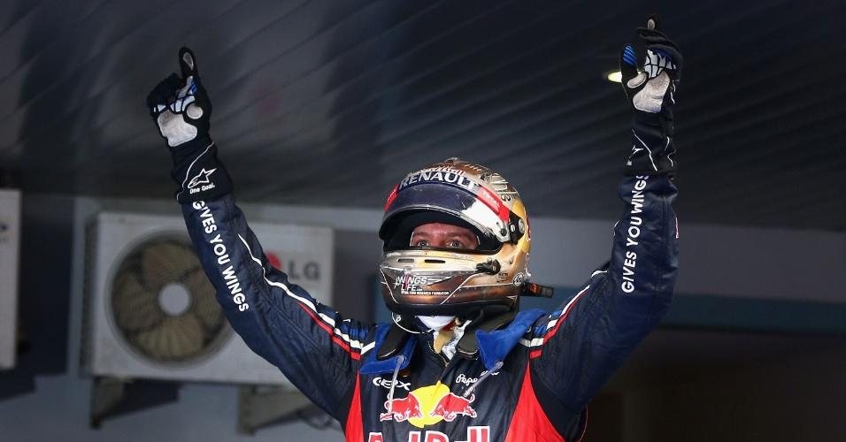 Sebastian Vettel logo depois de terminar o GP da Índia, no parque fechado, comemorando a quarta vitória seguida