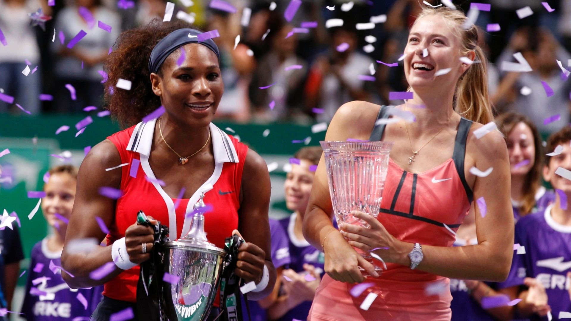 Serena Williams e Maria Sharapova se divertem na premiao do Masters de Istambul