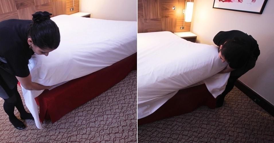 Após entender o segundo lençol, somente ao pé da cama, dobre-o para debaixo do colchão juntamente com o segundo lençol. As partes laterais do segundo lençol, nesta etapa, devem ficar soltas.