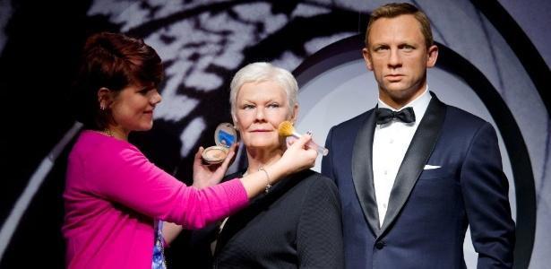 As estátuas de cera de Daniel Craig e Judi Dench são inauguradas no museu Madame Tussauds em Londres (29/10/12)