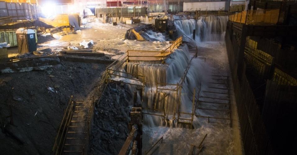 29.out.2012 - Passagem do furacão Sandy pela costa americana causa inundações na área do Marco Zero, em Nova York, onde ficavam as Torres Gêmeas do World Trade Center