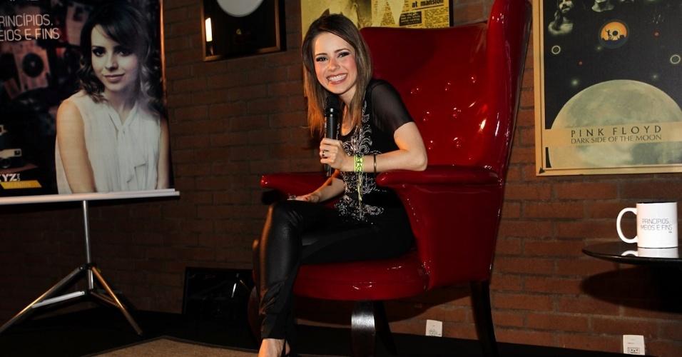 A cantora Sandy durante lançamento do EP