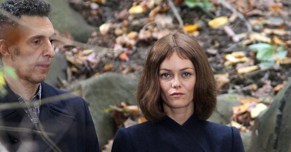John Turturro e Vanessa Paradis, ex-mulher de Johnny Depp, gravam cenas do filme