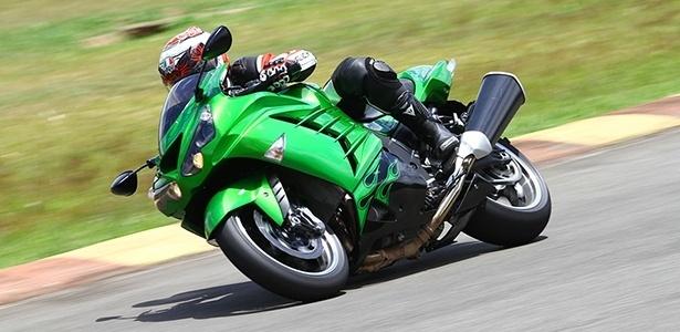 Kawasaki ZX-14R ganhou melhorias na ciclística e dispositivos eletrônicos para domar os 210 cv