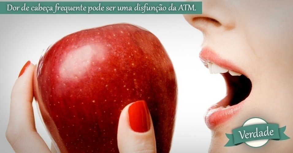 mulher mordendo a maçã
