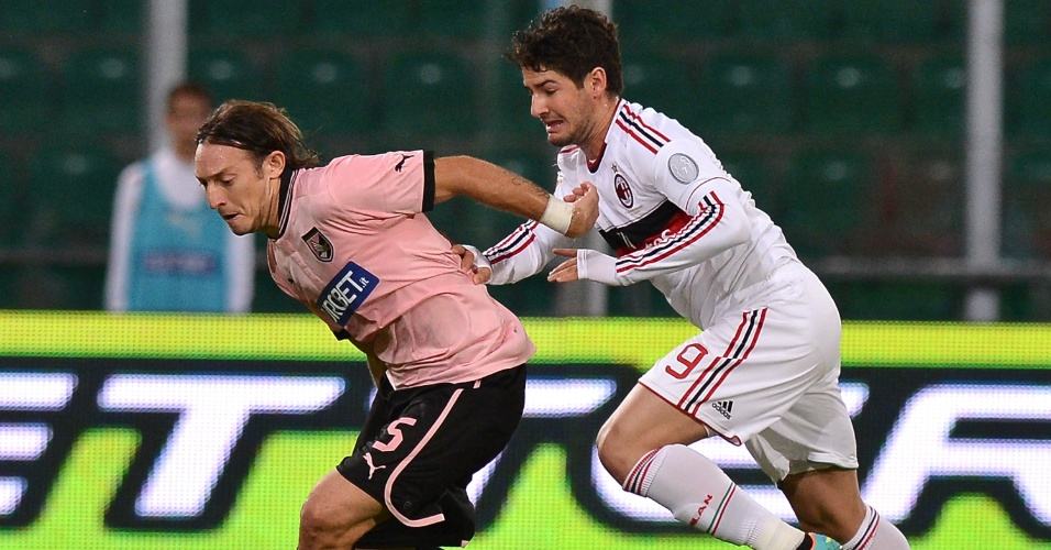 Pato não jogou nada no 2 a 2 do Milan com o Palermo, pela 10ª rodada do Italiano. Ele foi substituído no 2º tempo (30/10/2012)