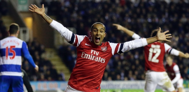Walcott foi o nome da reação espetacular do Arsenal, fazendo três gols nesta terça