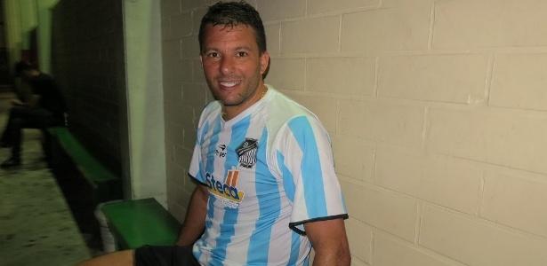 Futebol para ex-jogador se resume às segundas, quando joga society em Caxias