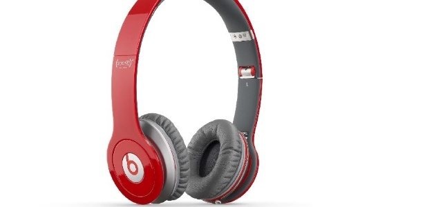 Fone de ouvido potente e com bom design, o Beats está disponível em diversas cores