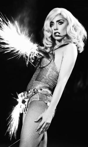 """Lady Gaga apresenta a turnê """"Born This Way Ball"""". Nesta terça-feira (30), a cantora deu início na cidade de San Juan, em Porto Rico, à turnê latino-americana que a levará ao Brasil na próxima semana para três shows: Rio de Janeiro no dia 9, São Paulo no dia 11 e Porto Alegre no dia 13"""