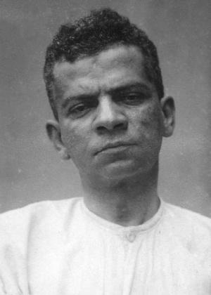 O escritor Lima Barreto fotografado no Hospital Psiquiátrico Pedro II, no Rio de Janeiro, em 1919