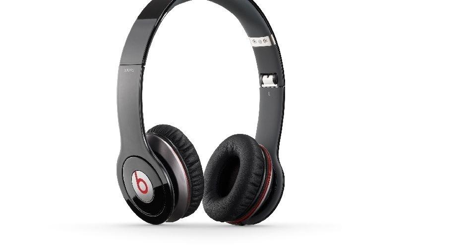 O fone de ouvido Monster Beats by Dr. Dre Solo HD cumpre bem o que qualquer fone deveria se preocupar: é potente, flexível e possui um bom design. Mas o queridinho dos esportistas cobra um preço (alto) pelos recursos: R$850. O tamanho, robusto, pode cansar o usuário ao longo do tempo