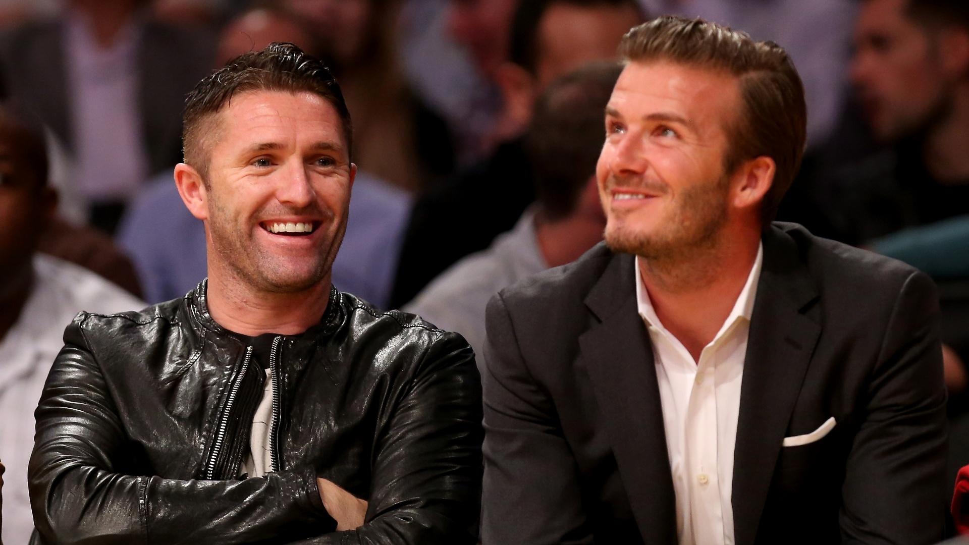 Robbie Keane e David Beckham, jogadores do futebol do Los Angeles Galaxy, acompanham ao jogo entre Los Angeles Lakers e Dallas Mavericks (30/10/12)