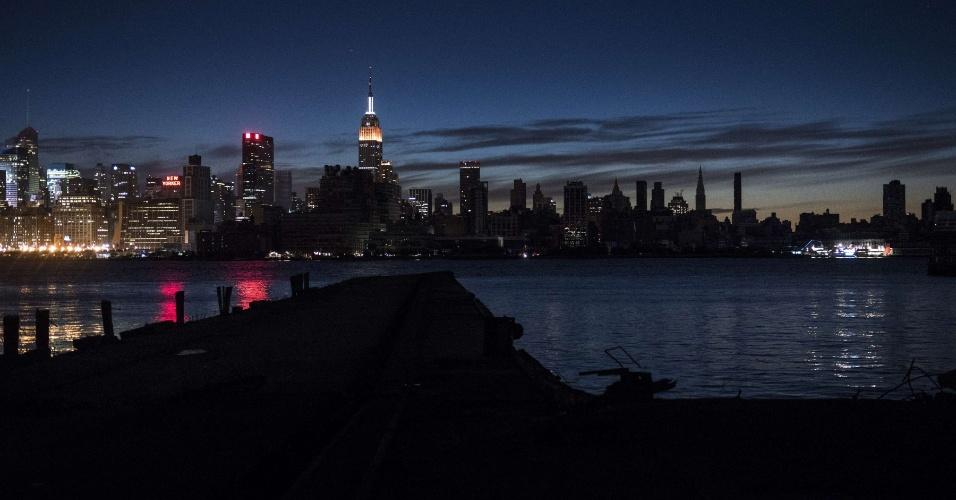 1º.nov.2012 - Manhattan amanhece com a energia elétrica parcialmente reestabelecida; sul da ilha permanece sem luz