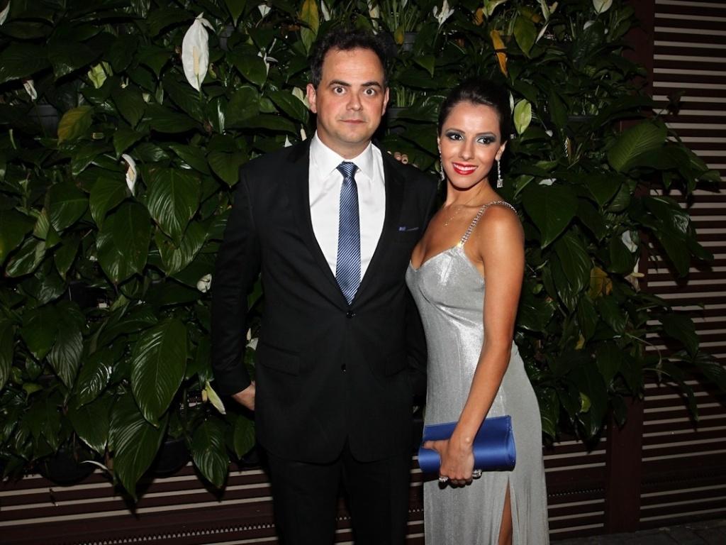 Acompanhado da namorada, Márvio Lúcio, o Carioca, prestigiou o casamento de Daniel Zukerman, o Impostor do