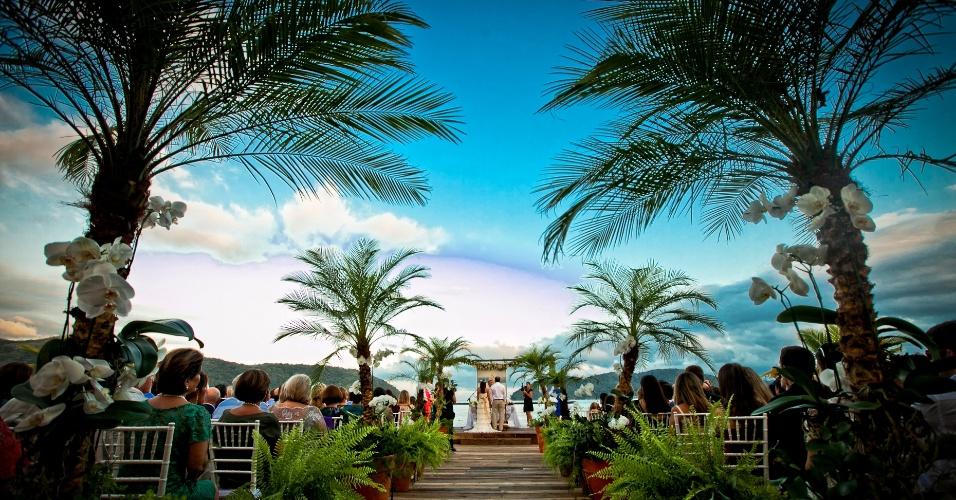 Caminho dos noivos em uma cerimônia diurna; Tabatinga Hotel, Praia de Tabatinga, Litoral Norte de São Paulo. (http://www.tabatingahotel.com.br/)
