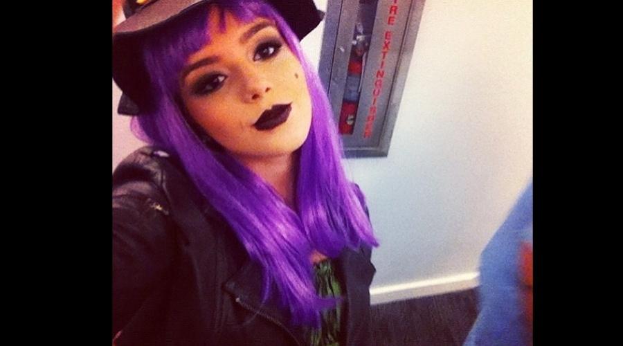Giovanna Lancellotti se fantasiou de bruxa para uma festa de Halloween (1/11/12). A atriz está fazendo uma viagem aos Estados Unidos