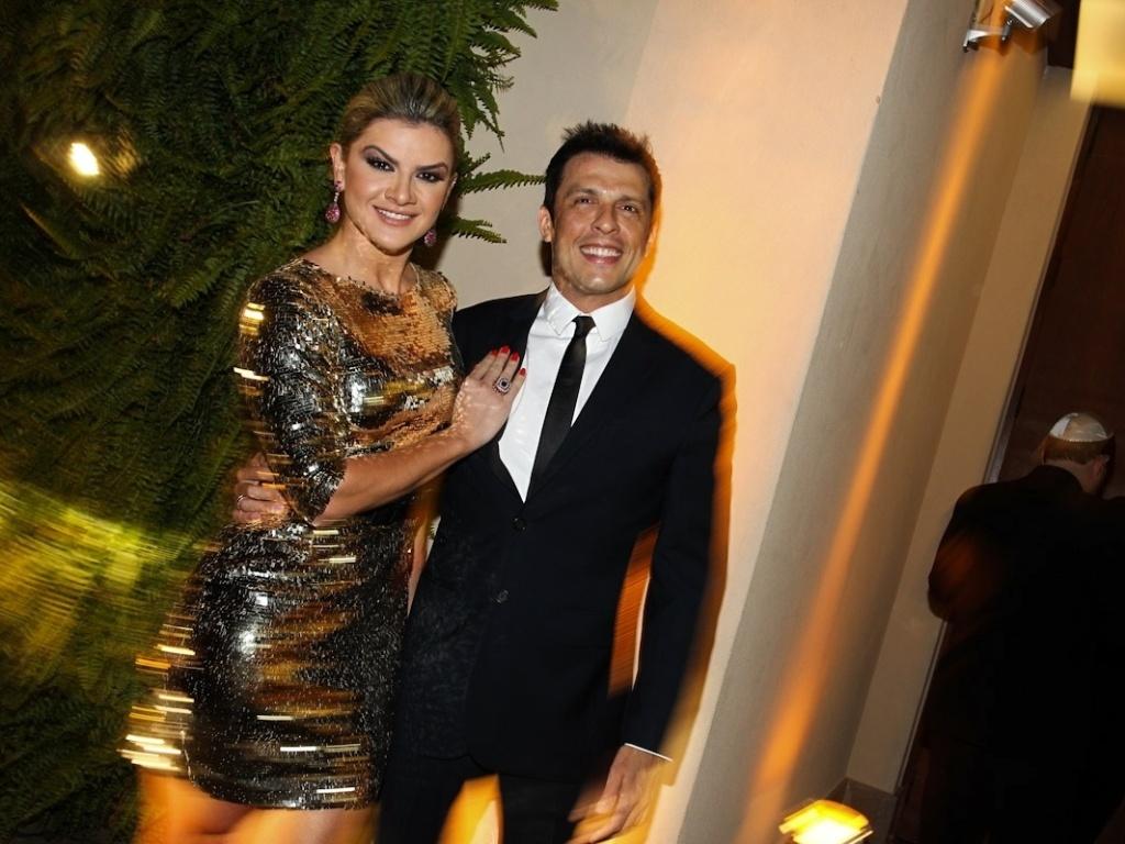 Mirella Santos e o marido, o Ceará, prestigiaram o casamento de Daniel Zukerman, o Impostor do