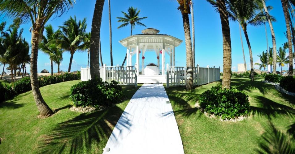 O pacote The Wish da rede Paradisus (www.paradisus.com/es), que oferece, além de um ambiente aconchegante, serviço personalizado, dispondo de um gazebo para celebrar a união do casal. Após a cerimônia, é servido um jantar em um dos restaurantes