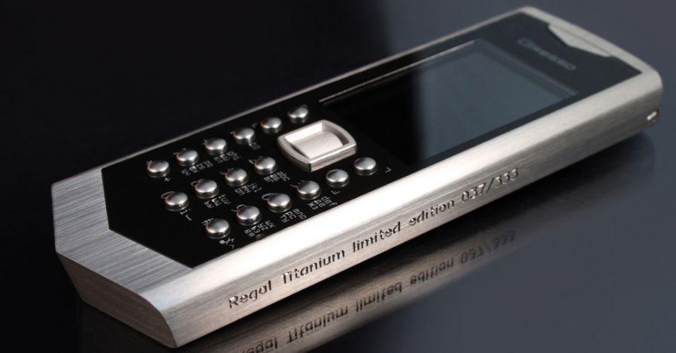 O Regal Titanium é um celular com estrutura feita com o metal titanium, desenvolvido pela empresa Gresso. Ao custo de US$ 4.500 (cerca de R$ 9 mil), o aparelho oferece, além do brilho, sistema operacional Symbian S40, Bluetooth, câmera de 2 megapixels câmera, e 30 MB de espaço para armazenamento interno, que pode ser expandido