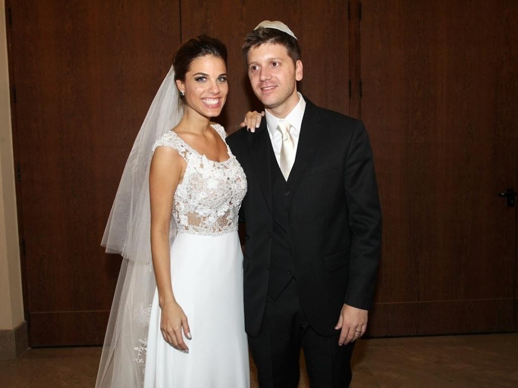 Os noivos Daniel Zukerman com Marcela Maluf (1/11/12). A cerimônia foi realizada em uma casa de festas no bairro do Itaim-Bibi, em São Paulo