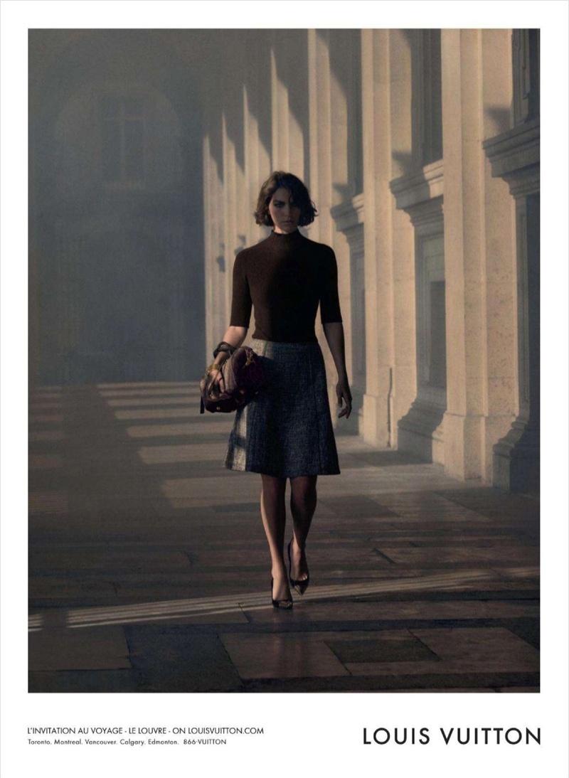 Arizona Muse na campanha A Arte de Viajar da Louis Vuitton