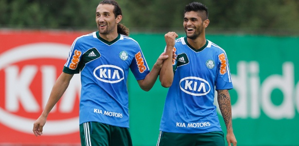 Barcos e Luan formaram a dupla de ataque titular do Palmeiras no jogo-treino