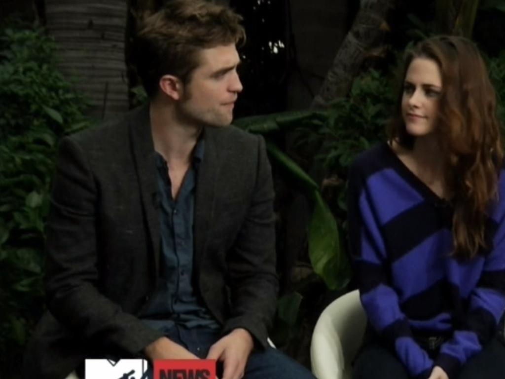 Robert Pattinson, Kristen Stewart e Taylor Lautner durante entrevista à MTV para divulgar