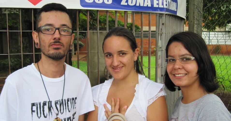 3.nov.2012 - Candidatos chegam com antecedência aos locais de prova do Enem 2012 em Ribeirão Preto, no interior de São Paulo