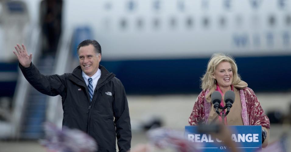 3.nov.2012 - Mitt Romney, candidato republicano à Presidência dos EUA, e sua mulher Ann, participam de comício de campanha, em Portsmouth, New Hampshire, EUA