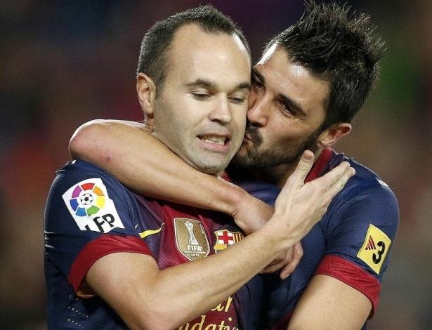 David Villa beija Iniesta para comemorar 2º gol do Barcelona diante do Celta