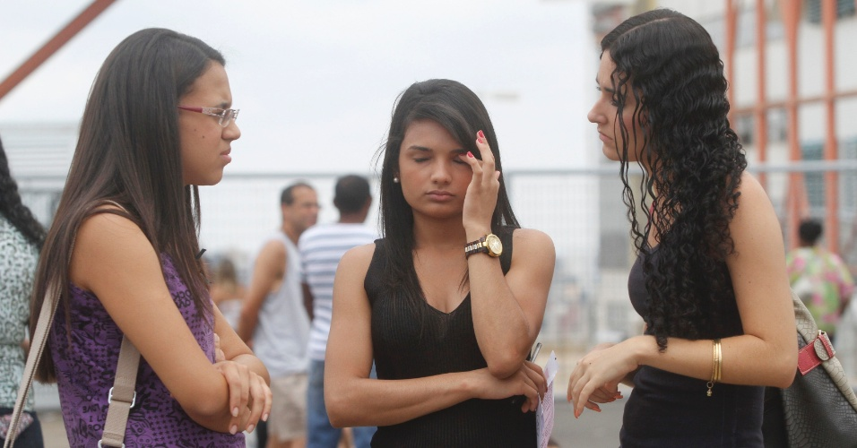 4.nov.2012 - Movimentação em frente ao local de provas do Enem 2012 em Campinas (SP), neste domingo