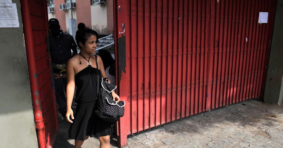 4.nov.2012 - Nati da Silva, de 19 anos, disse, ao sair do Colégio Estadual Luís Viana, em Salvador, que o segundo dia de provas do Enem 2012 teve muita leitura para responder as questões e acrescentou que, para ela, o tema da redação não foi atual.