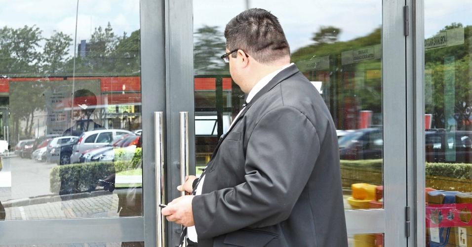 4.nov.2012 - Portões fechados para realização do segundo dia de prova na PUC-PR em Curitiba