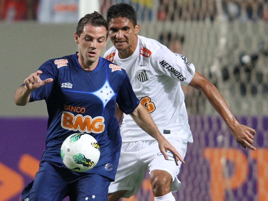 Montillo em ação durante o jogo com o Santos, no Independência (3/11/2012)