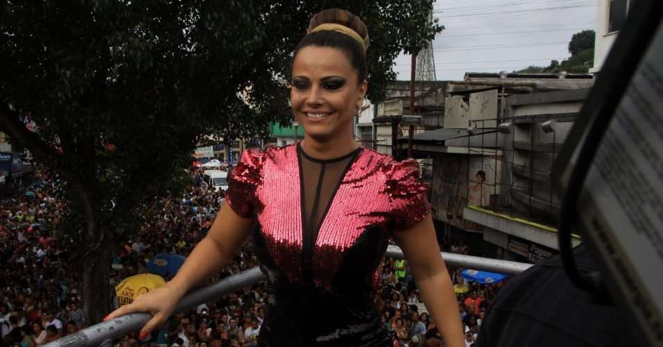 Viviane Araújo participou neste domingo da  Parada LGBT em Madureira, no Rio de Janeiro (4/11/2012)
