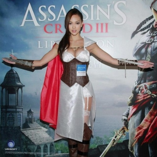 A norte-americana Jessica C. durante evento promocional do game Assassins Creed