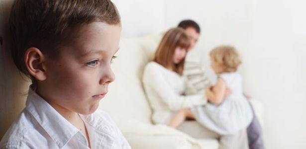 Relacionamentos na infância, com pais ou cuidadores, são fundamentais no desenvolvimento da autoimagem