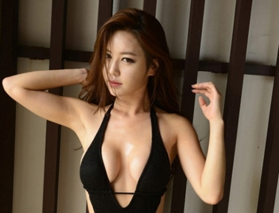 Coreana Ye-Bin posa de mai em ensaio sexy