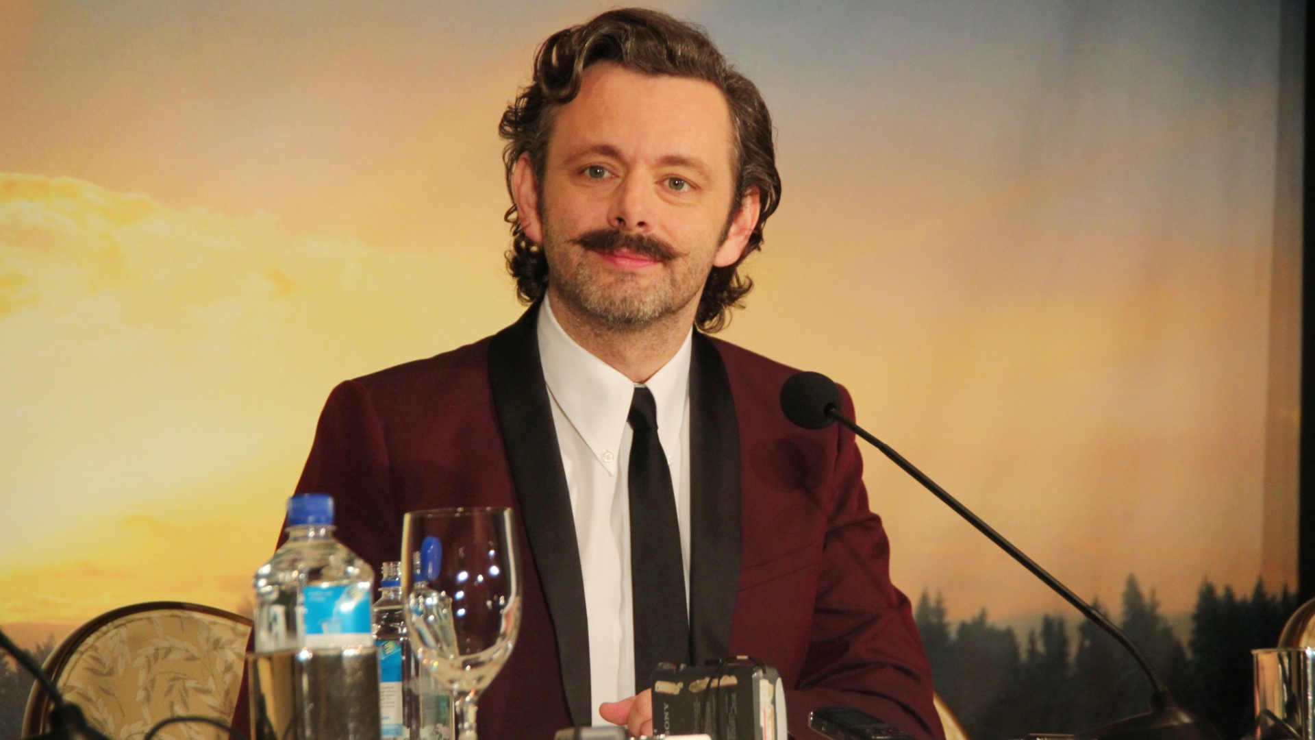 Michael Sheen divulga