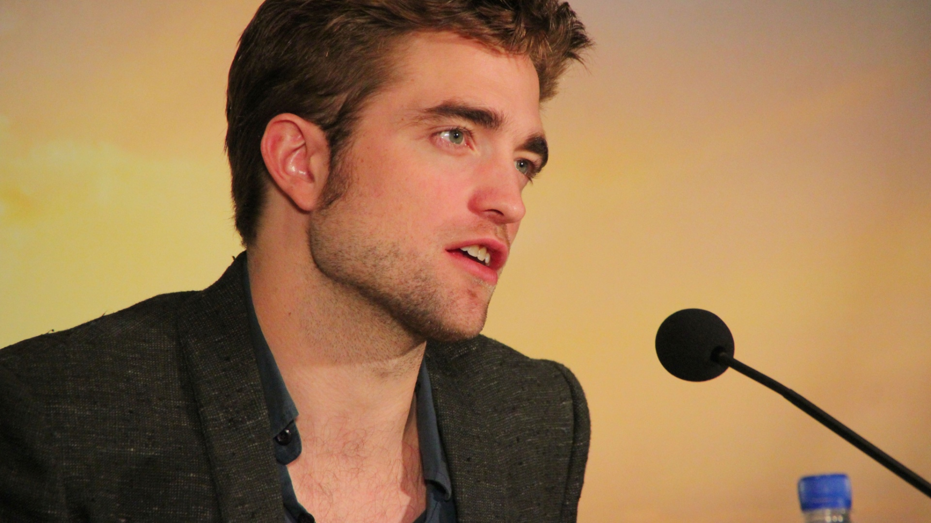 Robert Pattinson divulga